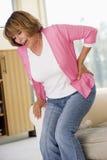 Mulher com dor traseira imagem de stock