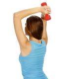 Mulher com dumb-bell nas mãos fotografia de stock royalty free