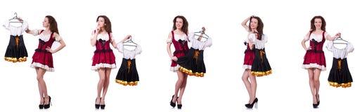 A mulher com escolha difícil de escolher a roupa Fotografia de Stock Royalty Free