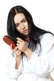 Mulher com escova de cabelo Fotografia de Stock