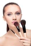 Mulher com escovas da composição imagem de stock royalty free