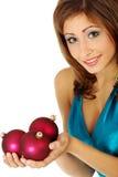 Mulher com esferas do Natal fotos de stock