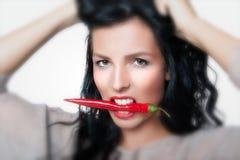 Mulher com especiaria quente Fotos de Stock Royalty Free