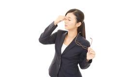 A mulher com fadiga ocular Fotos de Stock