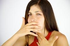 Mulher com febre que tosse no inverno isolada Foto de Stock Royalty Free