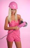 Mulher com a ferramenta de funcionamento pinky Fotos de Stock
