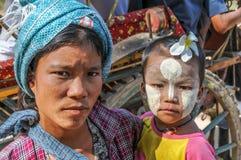 Mulher com filha Fotografia de Stock Royalty Free
