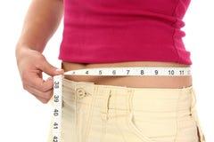Mulher com a fita de medição em torno da cintura Fotografia de Stock