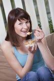 Mulher com flocos de milho Fotos de Stock Royalty Free