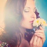 Mulher com flor Imagens de Stock Royalty Free