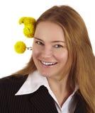 Mulher com flores amarelas Fotografia de Stock
