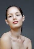 Mulher com forro e os bordos cor-de-rosa fotos de stock royalty free