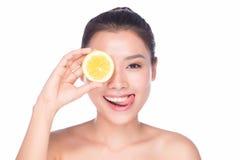 Mulher com frutas Fotos de Stock