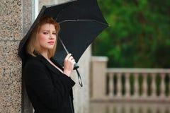 Mulher com guarda-chuva fotografia de stock royalty free