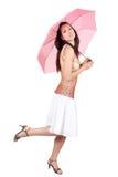 Mulher com guarda-chuva cor-de-rosa Imagem de Stock