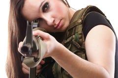 Mulher com injetor - mulher do exército com plástico do rifle Fotos de Stock Royalty Free