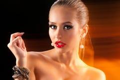 Mulher com jóia fotografia de stock