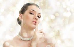 Mulher com jóia fotografia de stock royalty free