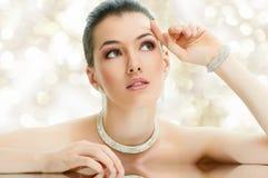 Mulher com jóia Imagem de Stock Royalty Free