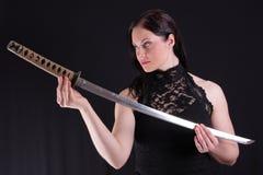 Mulher com katana Foto de Stock Royalty Free