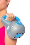 Mulher com kettlebell Fotografia de Stock Royalty Free