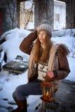 Mulher com lâmpada Fotos de Stock Royalty Free