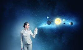 Mulher com lata do aerossol fotografia de stock royalty free
