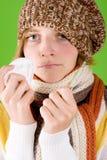 Mulher com lenço e termômetro Fotos de Stock