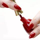 Mulher com lustrador de prego vermelho Fotografia de Stock Royalty Free