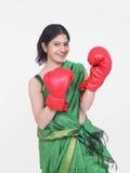 Mulher com luvas de encaixotamento Imagem de Stock Royalty Free