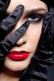 Mulher com luvas pretas Fotos de Stock