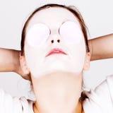 Mulher com máscara cosmética imagens de stock royalty free