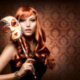Mulher com a máscara do carnaval fotografia de stock