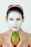Mulher com máscara facial Imagens de Stock