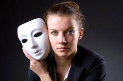 Mulher com a máscara no conceito da hipocrisia foto de stock royalty free