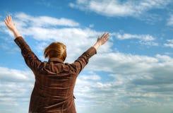 Mulher com mãos levantadas imagens de stock royalty free