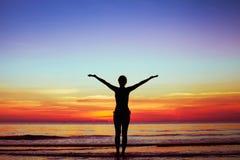 Mulher com mãos levantadas Foto de Stock Royalty Free