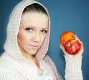 mulher com maçã Imagens de Stock