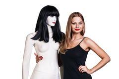Mulher com mannequin Imagem de Stock