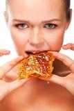 Mulher com mel imagem de stock