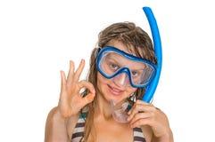 Mulher com mergulhar a máscara para mergulhar isolada no branco imagens de stock