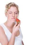 Mulher com morango Fotos de Stock Royalty Free
