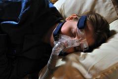 Mulher com máscara de CPAP Fotos de Stock Royalty Free