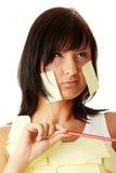 Mulher com notas pegajosas amarelas fotografia de stock