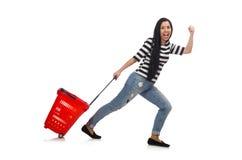 Mulher com o carrinho de compras isolado no branco Fotografia de Stock