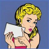 Mulher com o cartão Pop art da ilustração do vetor Imagens de Stock