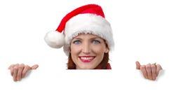 Mulher com o chapéu de Santa que prende o sinal em branco Imagens de Stock