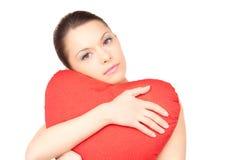 Mulher com o descanso coração-dado forma vermelho sobre o branco imagem de stock royalty free