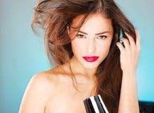Mulher com o secador longo do sopro da terra arrendada do cabelo Imagens de Stock Royalty Free