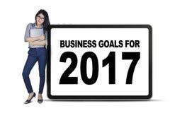 Mulher com objetivos de negócios 2017 a bordo Imagens de Stock Royalty Free